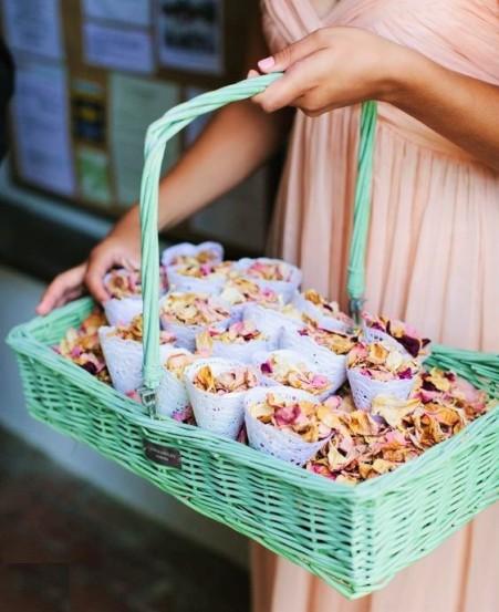 conos de pétalos rock my wedding
